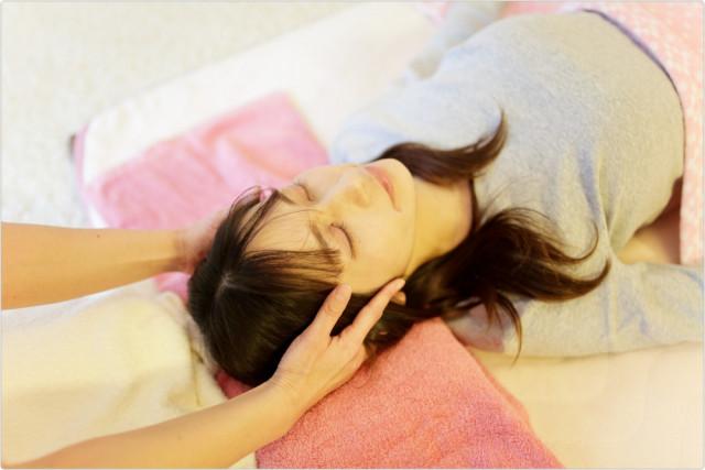 ⑥頭蓋骨の調整、表情筋にアプローチ